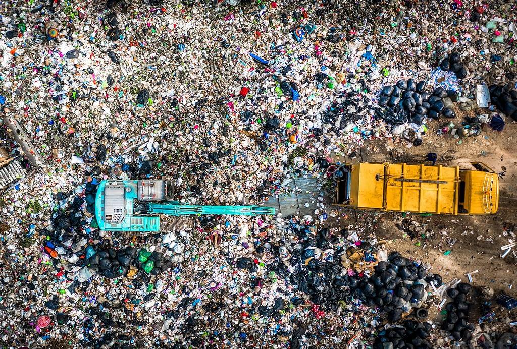 Usuwanie odpadów, zbieranie surowców wtórnych, zbieranie odpadów pochodzących z budów i remontów, zbieranie śmieci po pracach ogrodniczych